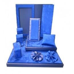 Jewelery showcase kit in...